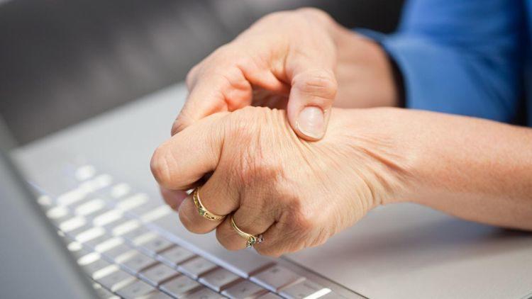 Лечение боли плечевого сустава при поднятии руки